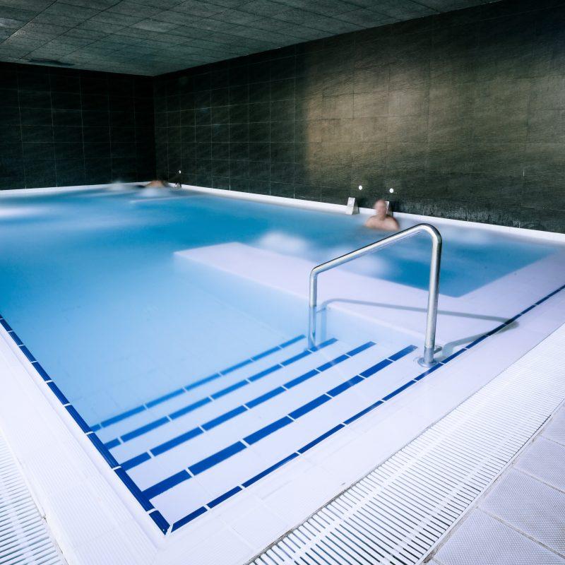 Piscina aguas o2 centro wellness neptuno for Chorros para piscinas
