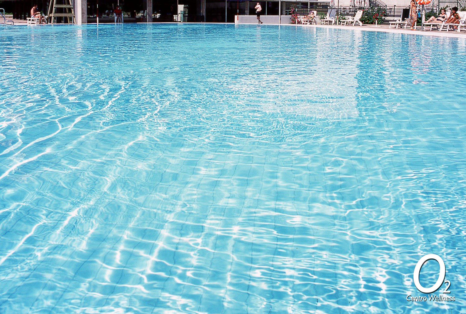 Gymfans a n pod is disfrutar de nuestra piscina exterior for Piscina granada centro
